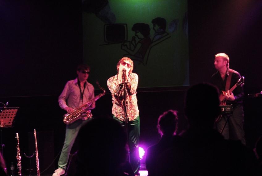 FOA HOKA LIVE AT POSTBAHNHOF / BERLIN
